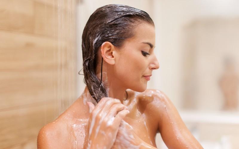¿Cuáles son los beneficios de usar tratamientos naturales para el cabello?